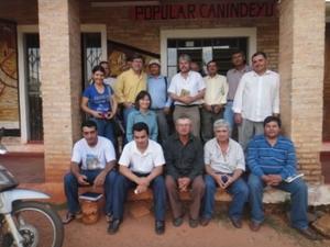 Thilo Hoppe und Kleinbauern in Curuguaty